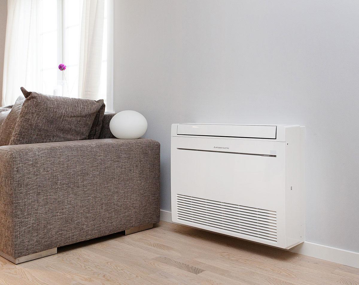 Gulvmodellen KIRIGAMINE FURO er designet for de som ønsker en kraftig varmepumpe med mulighet for diskré plassering nede ved gulvet.